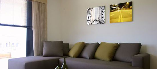fotoflōts above sofa